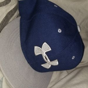 I'm selling an under armor hat